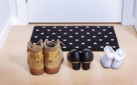 为什么不应该在家里穿鞋子?
