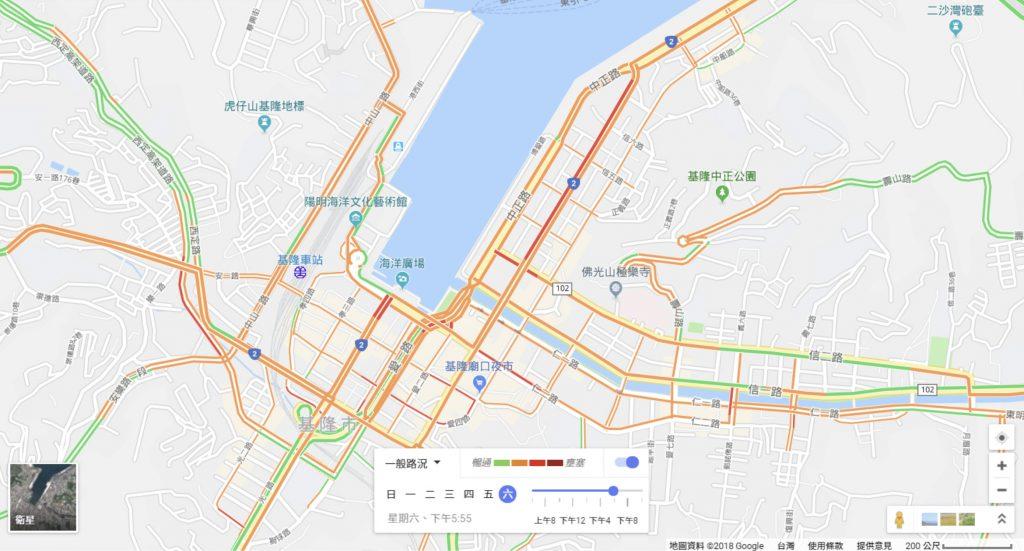 例如google利用手机定位纪录来了解交通流量;国内电信业者,也曾纪录正在行动上网的门号数量,来分析中元普渡时,人潮在基隆祭典园区内的流动趋势。 图片来源│Google地图