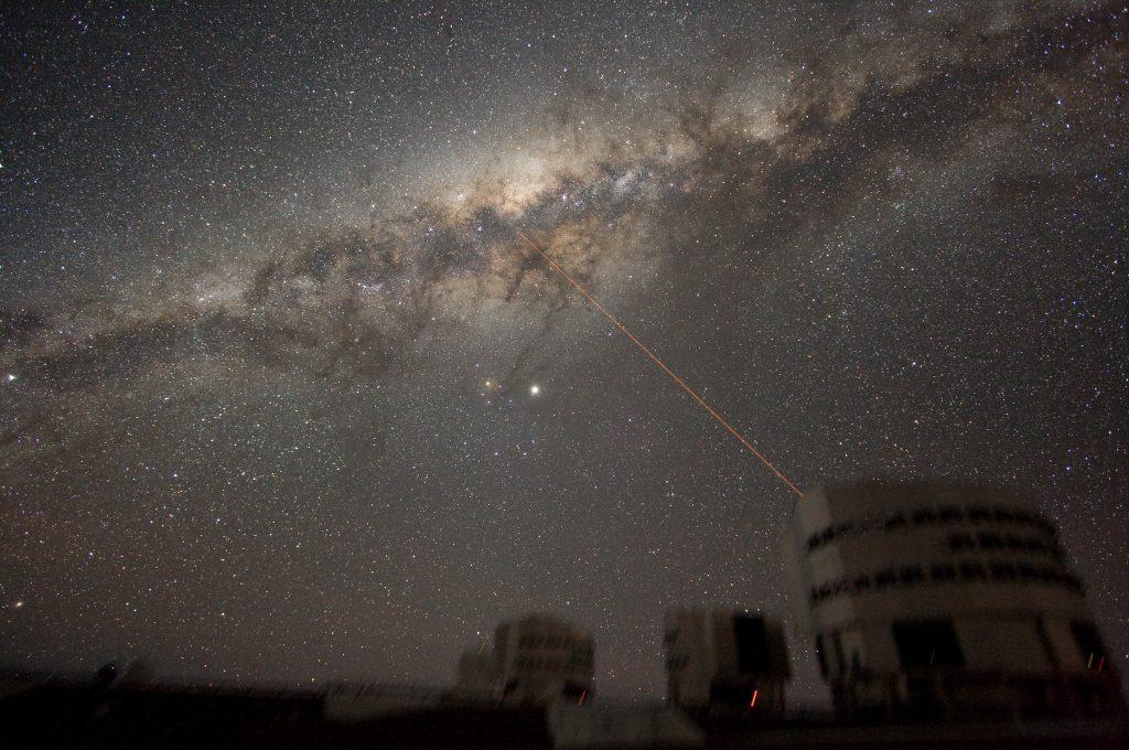 在帕瑞纳天文台的夜空中观赏到的银河系的核心