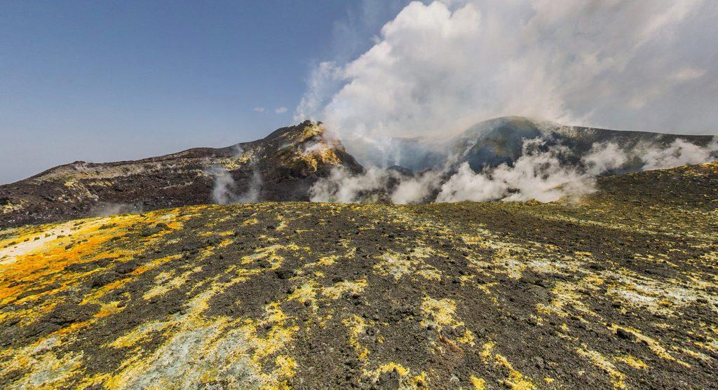 由于火山喷发,埃特纳山增高了30米