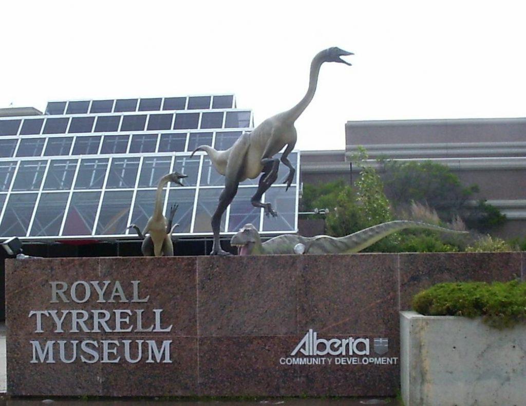"""一座保存完好的恐龙""""雕像"""""""